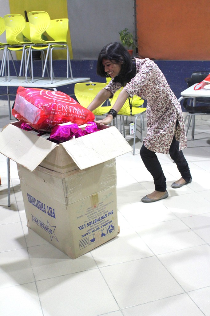 Naimika pushing the complete load of wraped toys to the storeroom :D